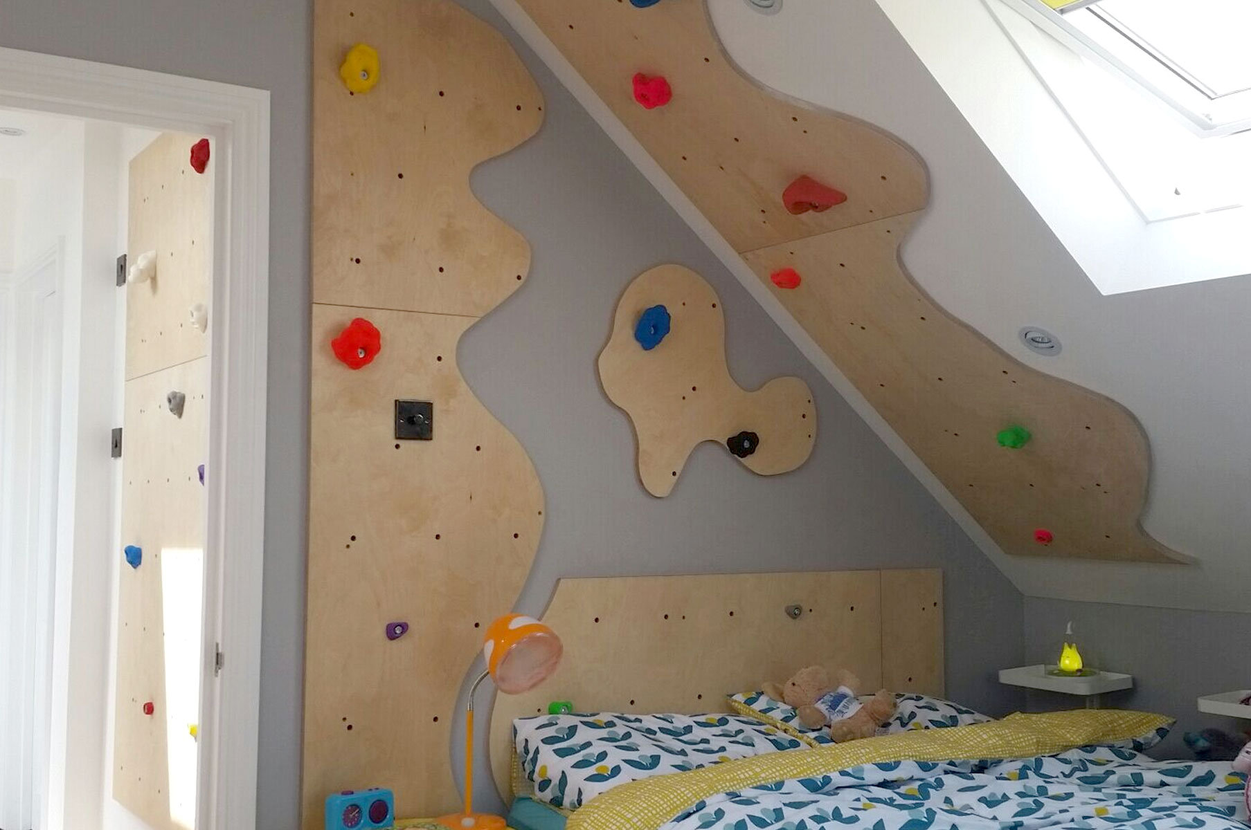bedroom-climbing-wall
